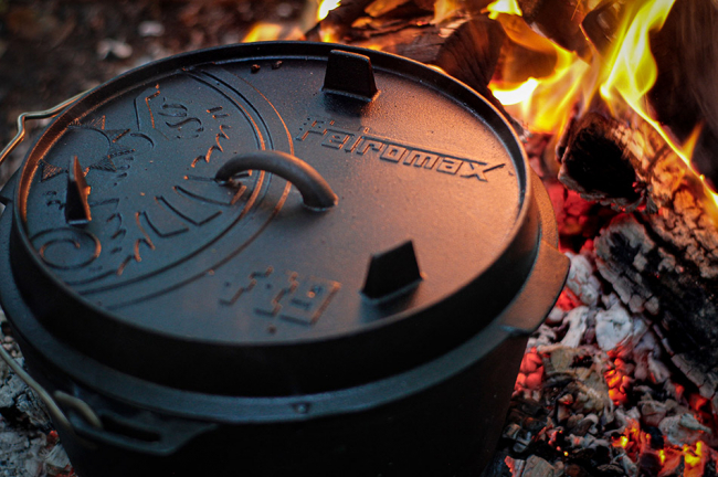 Petromax Dutch Oven in the fire